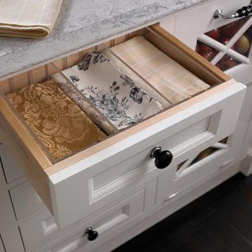 Что хранить в выдвижных ящиках на кухне