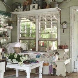 Как организовать хранение вещей в маленьком дачном домике
